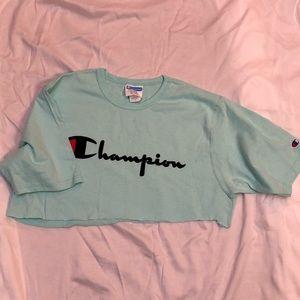 Cropped champions shirt
